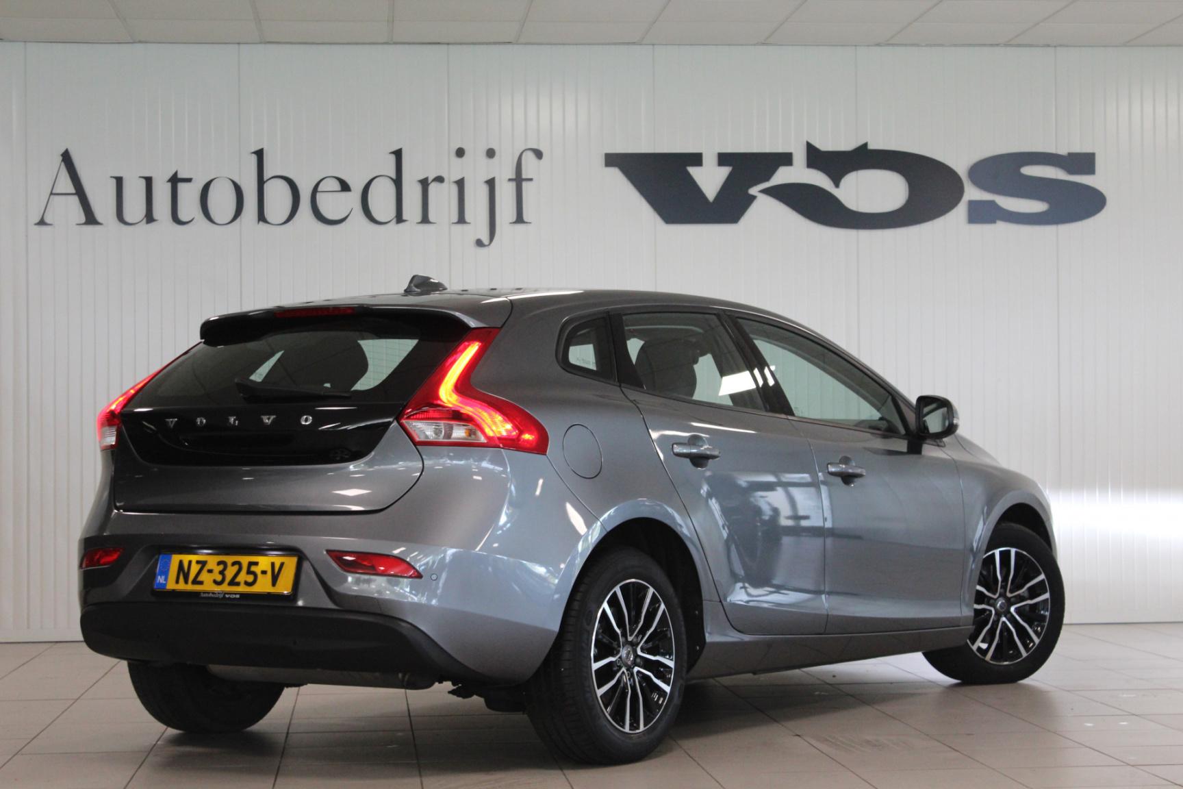 Volvo-V40-10