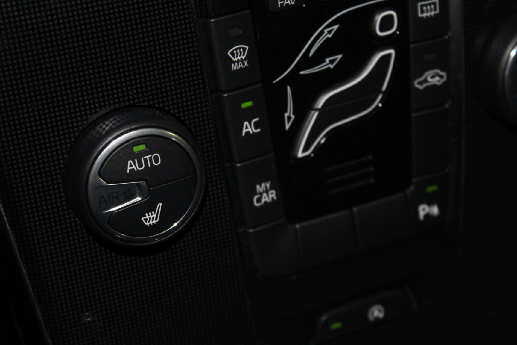 Volvo-V40-16